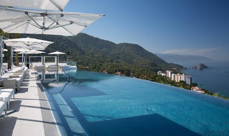 Hotel Mousai rooftop infinity pool